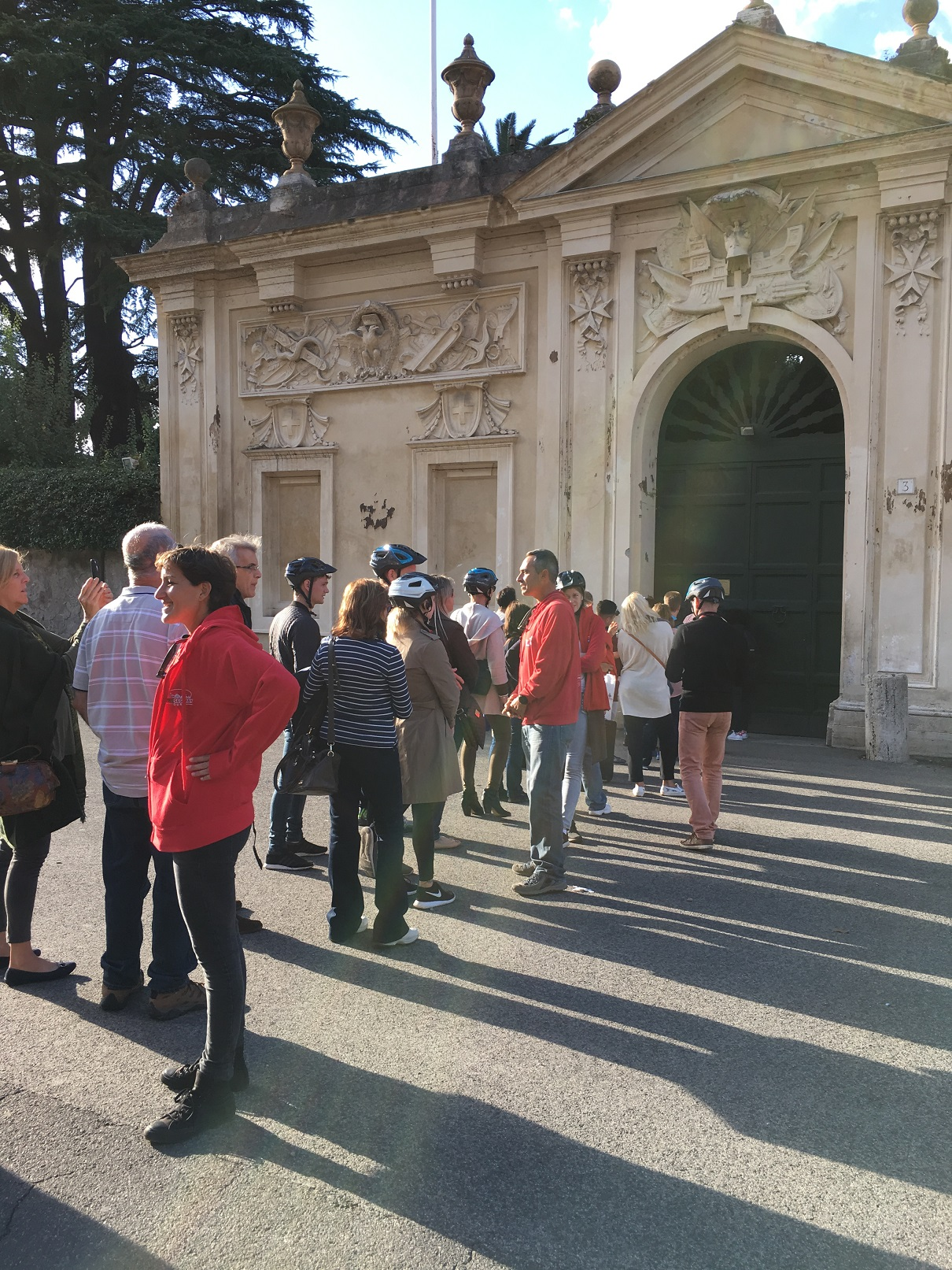 People lining up to look through the keyhole of the Knights of Malta's headquarters in Rome